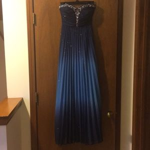 Xtraordinary Juniors formal dress Size 5